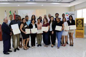 En Barahona gradúan la Primera promoción universitaria en emprendimiento social del país