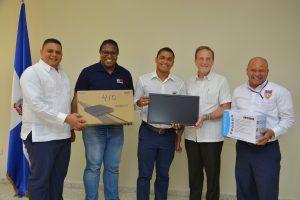 Entregan 22 equipos tecnológicos para la innovación productiva en Barahona
