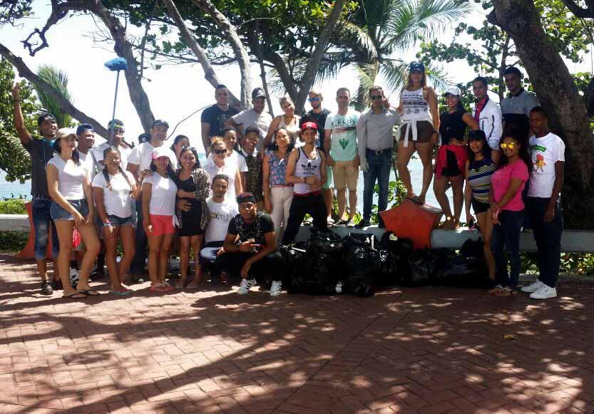 Ecologistas y estudiantes de Puñal (Santiago) organizan jornada de limpieza en Puerto Plata