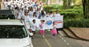 """Manos Unidas por el Autismo reúne a cientos de personas en caminata """"Dale Color a mi Vida"""""""