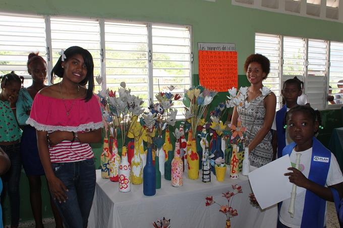 Niños y niñas de Bastida realizan exposición de arte con residuos sólidos