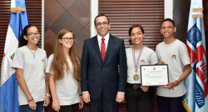 Joven dominicana gana primera medalla en XX Olimpiadas de Matemáticas de Centroamérica y el Caribe