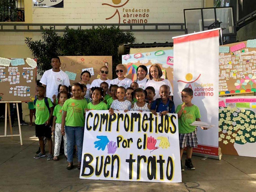 La Fundación Abriendo Camino llena las calles de Villas Agrícolas durante marcha contra el abuso infantil