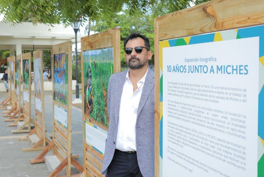"Exposición fotográfica ""10 años junto a Miches"" llega a Santo Domingo"